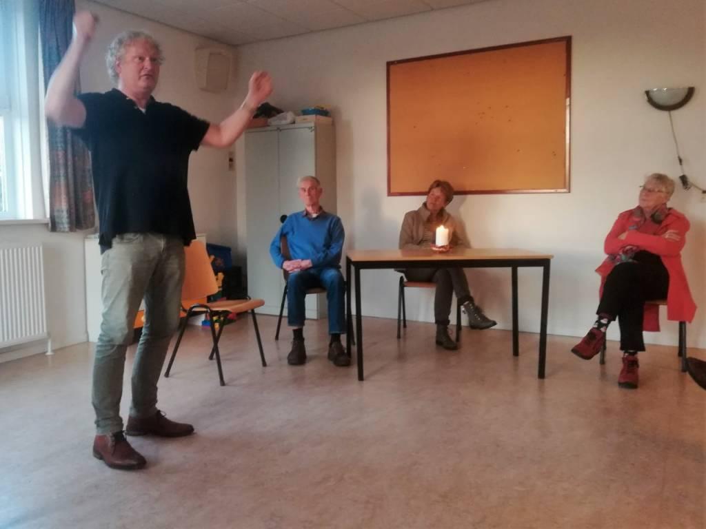 Vlnr: Herbergier Stephan, vertellers: Watze van Dijk, Tryntsje vd Wal en Nelle Raaphorst.