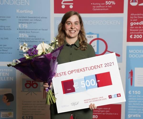 Leonie van Wier beste Optiekstudent 2021