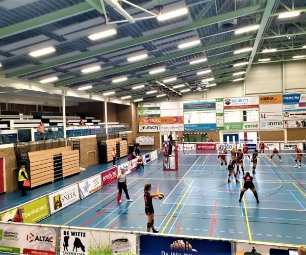 Vliegende competitiestart volleybaldames VC Sneek