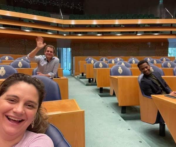 Habtamu de Hoop uit Wommels mag proefdraaien op het pluche van de Tweede Kamer