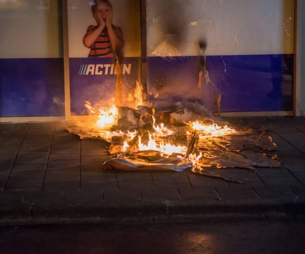 Buitenbrand op Normandiaplein in Sneek