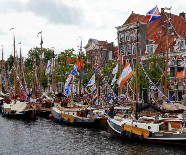 Op 19 september platbodems in de passantenhaven van Woudsend
