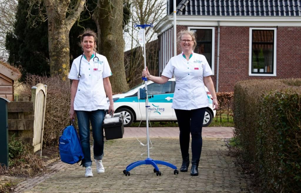 Karen de Kruif en Rina Tol, verpleegkundigen van Team Thuiszorgtechnologie: 'De wensen van onze cliënten staan al 25 jaar centraal.'
