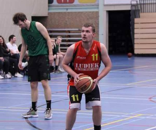 Basketballers ESBC winnen noordelijke derby van Groene Uilen