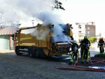 Brandweer heeft brand in vuilniswagen rap onder controle
