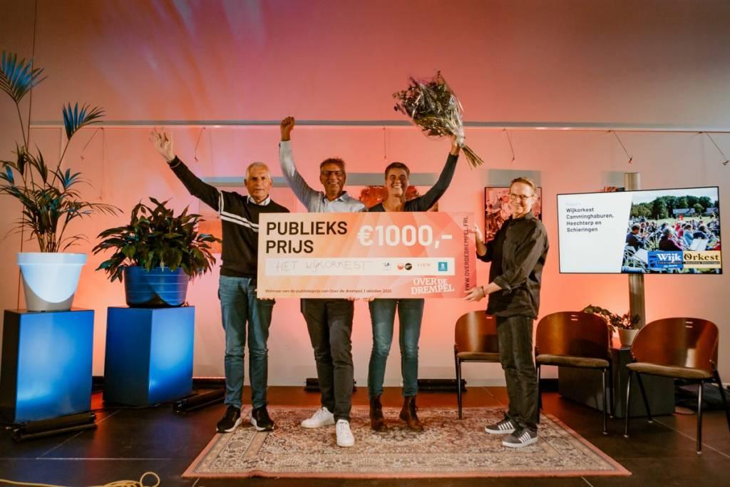 Op de foto van links naar rechts wethouder Bert Wassink, Guus Pieksma, Annewiep Bloem en Alwin van der Toorn.