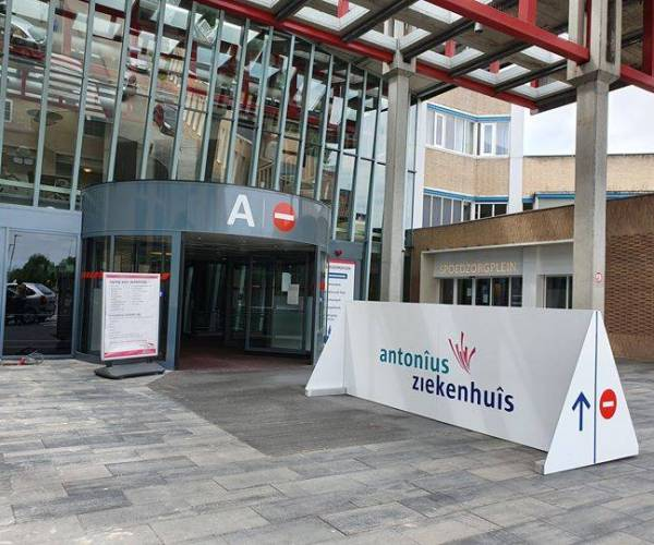 Antonius Ziekenhuis Sneek schaalt zorg af vanwege toenemende coronadruk: Helft operatiekamers wordt gesloten