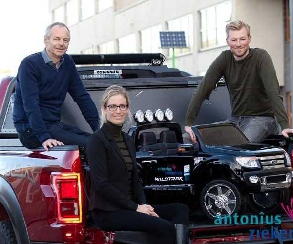 Elektrische auto voor kinderafdeling Antonius Ziekenhuis in Sneek