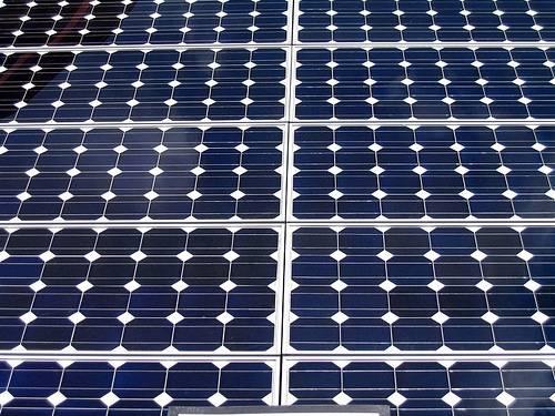 Wetterskip Fryslân legt zonnepanelen op rioolwaterzuivering Warns