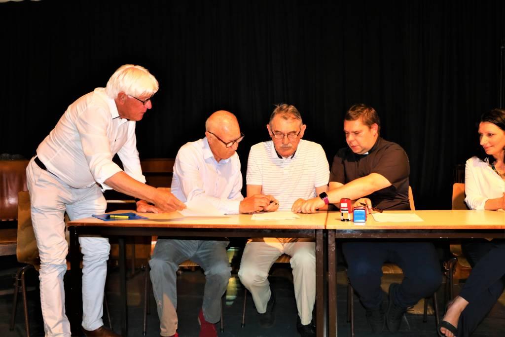 Links Tom Metz, Henk Greven en de Poolse delegatie