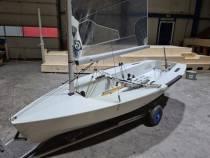 Paul Dijkstra zeilt NK Solo met zelfontwikkelde boot