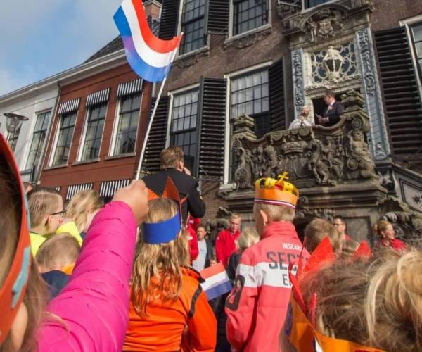 Editie Sneker Koningsdag 2021: #Home Edition en oranjekoek in verzorgingstehuizen