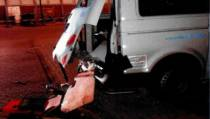 Politie heeft verdachten op het oog voor vernieling politiebus in Sneek