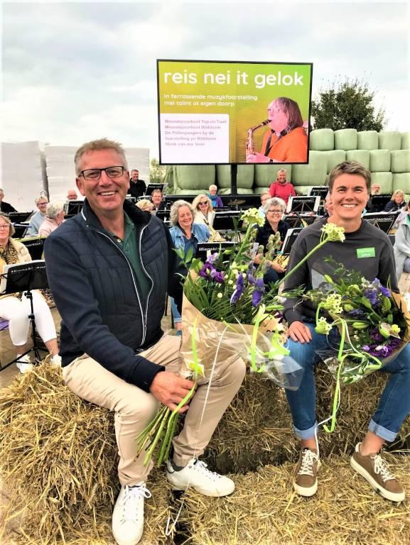 De grote initiators Annewiep Bloem en Guus Pieksma (dirigent) van het Nij Talint Orkest in Gauw, na afloop van het concert, dat meer dan 100 bezoekers trok.
