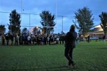 Wethouder Bauke Dam opent rugbyveld Sneek met rake conversie