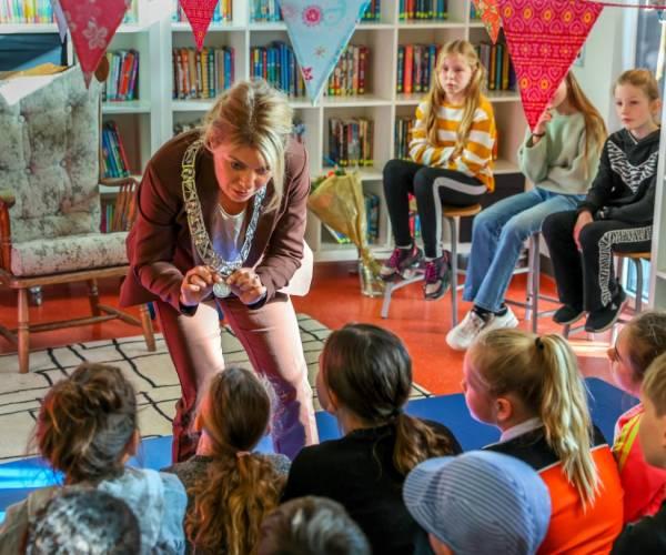 Burgemeester sluit Kinderboekenweek af op Master Sneek