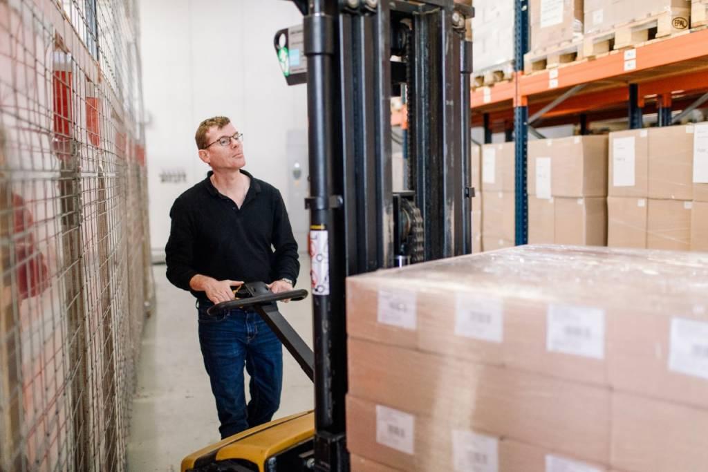 Auke van der Kooij werkt als magazijnmedewerker bij één van de werkleerbedrijven en wil graag doorstromen naar het reguliere bedrijfsleven.
