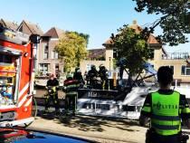 Brandweer Sneek blust beginnende bootbrand aan Harinxmakade