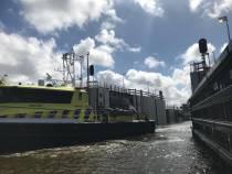 De Stevinsluizen in de Afsluitdijk zijn weer open!