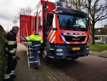 Commandowagen uit Drachten gearriveerd voor coördinatie gaslek Westhemstraat
