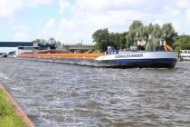 Vrachtschip van 135 meter passeert Uitwellingerga