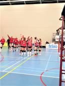 VC Sneek plaatst zich voor kampioensgroep na 3-2 overwinning op Talententteam Papendal