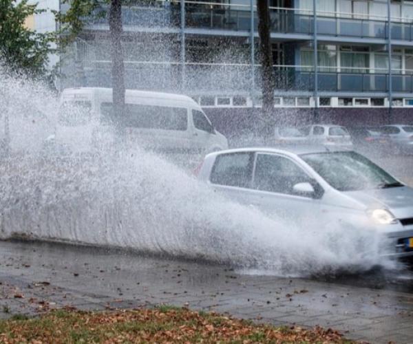 Wateroverlast in De Domp in Sneek